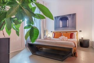 affittibrevi airbnb bedroom cristinabisa_photography homedecor homestaging interiordesign interiorphotography luxuryhouse orange plant valorizzazioneimmobiliare