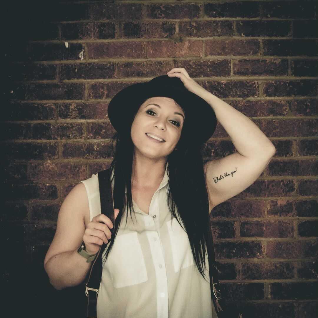 Avatar image of Photographer Holly Thompson