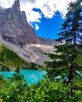 azzurro blue bluelake everydayxiaomi igersveneto lagodisorapis lake mentenoma mentenomade mountain mountainlake trekkingitalia trekkingveneto venetodascoprire venetonatura viaggiaredasoli xiaomiphoto xiaomiphotography