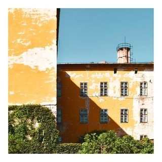budapest dslr street photography yellow