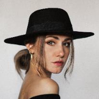 Avatar image of Photographer Caroline Piller