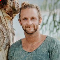 Avatar image of Photographer Miles Taylor