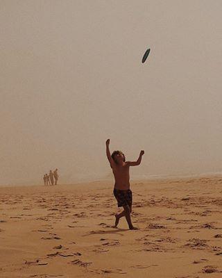 beach child childhood freedom fun goingminimalmag livesimply minimalism simplelife summercollection