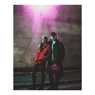 aha neon nightphotography portrait throwback