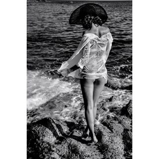 black blackandwhite me model ofelia photographer photography pic picture sea seascape white